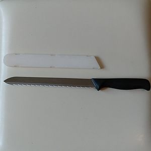 """Pampered Chef 9"""" Serrated Bread Knife and Sheath"""